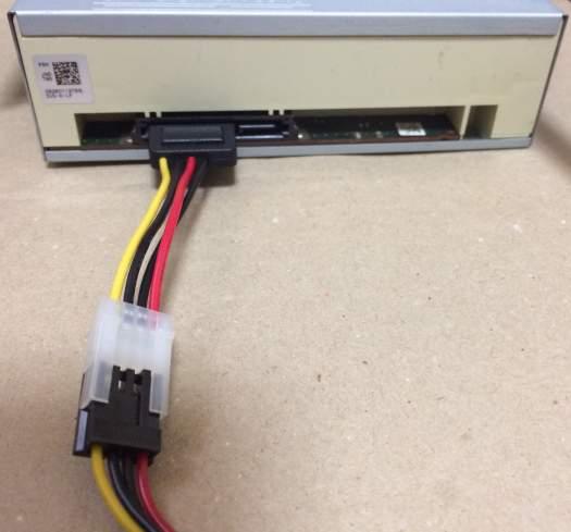 FDD 4P電源コネクタをSATAドライブに接続する変換ケーブル OWL-CBPU016 買いました