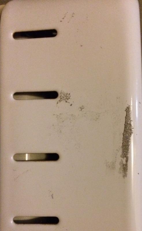 鉄板塗装面のシール跡 ディゾルビット使用前