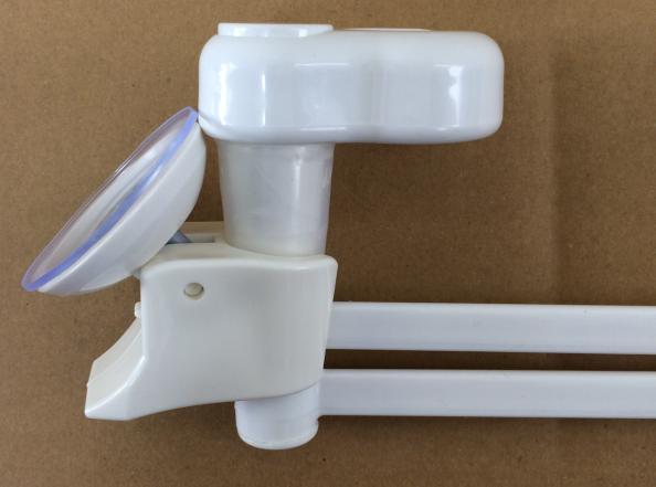 強引に押し込んでみてもダイソー(100均)のレバー式吸盤シャワーホルダーにシャワーホルダー用タオル掛けが入らない