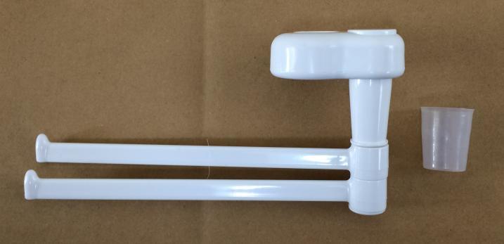 ダイソー(100均)のシャワーホルダー用タオル掛けから半透明のスペーサーを取り去る