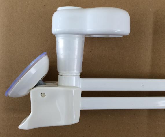 ダイソー(100均)のレバー式吸盤シャワーホルダーにシャワーホルダー用タオル掛けが入らない