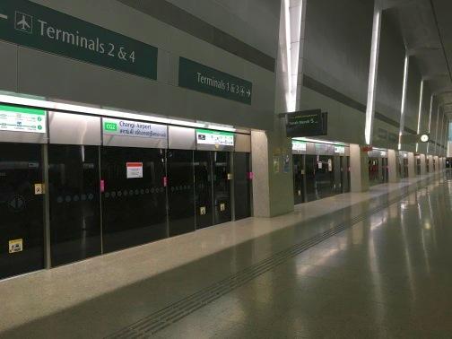シンガポール チャンギ空港 MRTのホーム