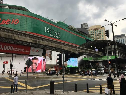 モノレールのブキビンタン駅(Bukit Bintang)