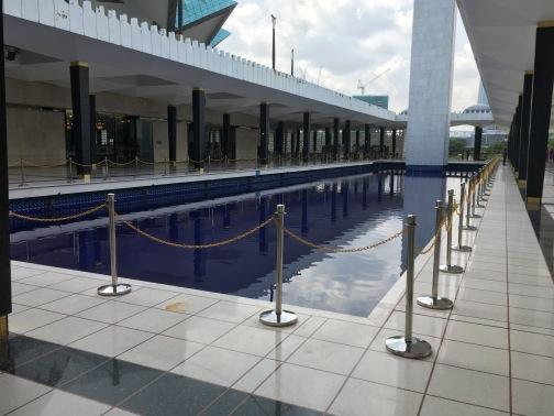 国立モスク(Masjid Negara) 水