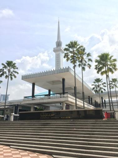国立モスク(Masjid Negara)正面