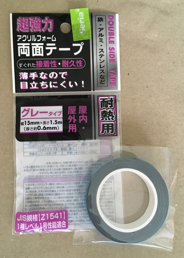 セリア(100均)の超強力両面テープ 耐熱用 屋内・屋外用  買いました