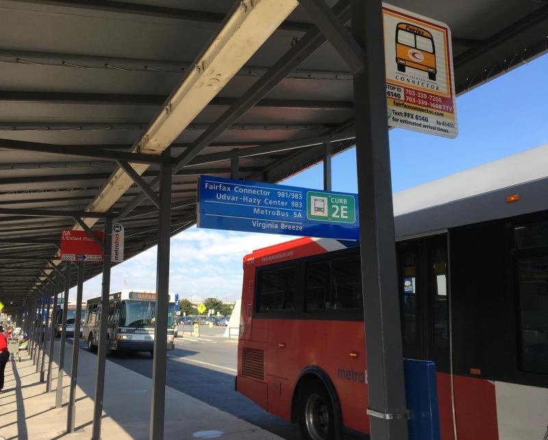 ウドバーハジーセンター行き 983番 バス停
