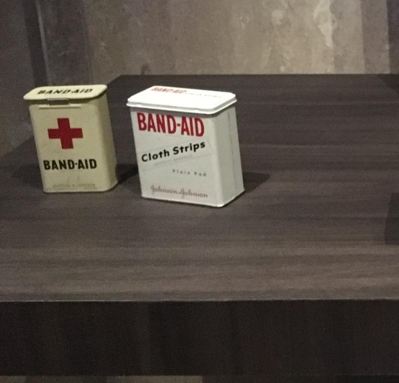 Band Aid バンドエイド