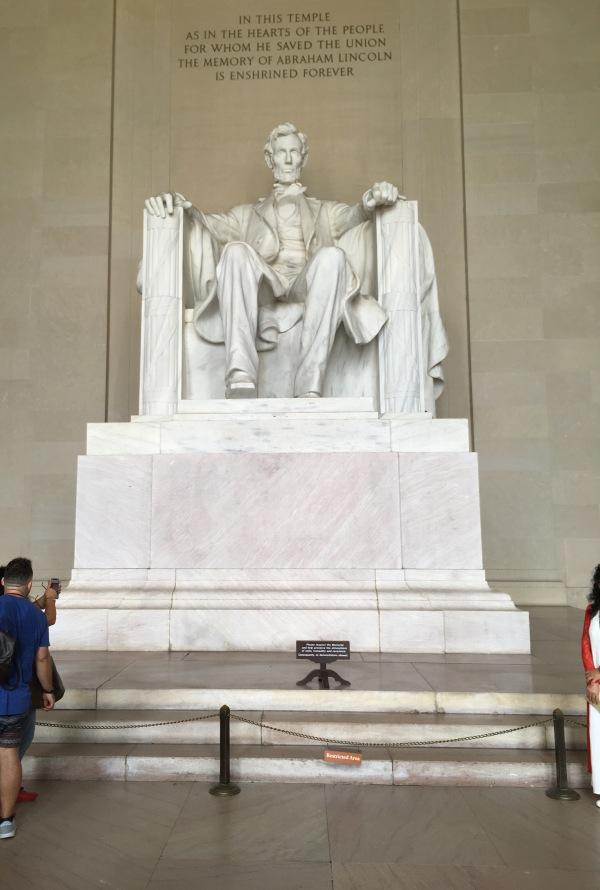 リンカーンの像