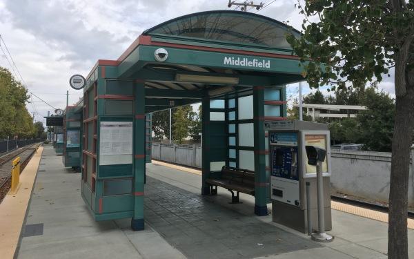 ライトレール Middlefield(ミドルフィールド)駅