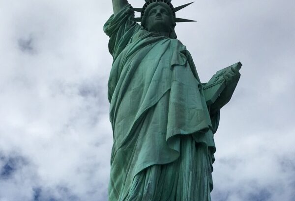 アメリカの自由の女神の王冠まで登ってきました