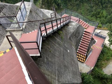 黒部ダム 外階段