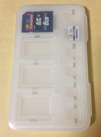 ダイソー(100均)の「SD/マイクロSDカードケース」 閉じたところ