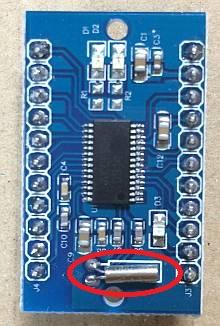 「最強版 DSPコアTINYラジオキット K-SPK6959B C版」の水晶発振子が32.768kHzのはずが12MHzになっていました。