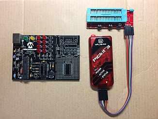 手持ちのPICKit1(写真左側)では、14pinまでのものしか使えず対応できなくなりPICKit3の互換品を購入