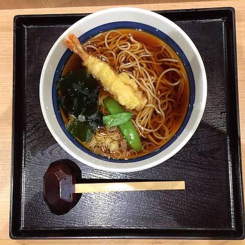 そば処信州屋(新宿南口店)の「天ぷらそば」を食べました。